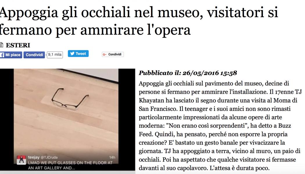 (NOTIZIE TROPPO VERE) Appoggia gli occhiali nel museo, visitatori si fermano per ammirare l'opera