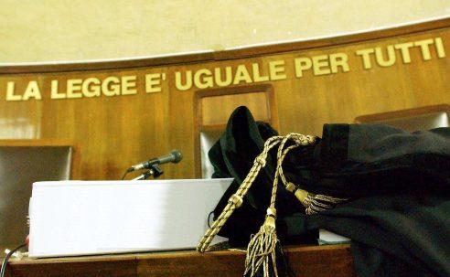 Giornalista a processo per aver citato una fonte anonima: assolta