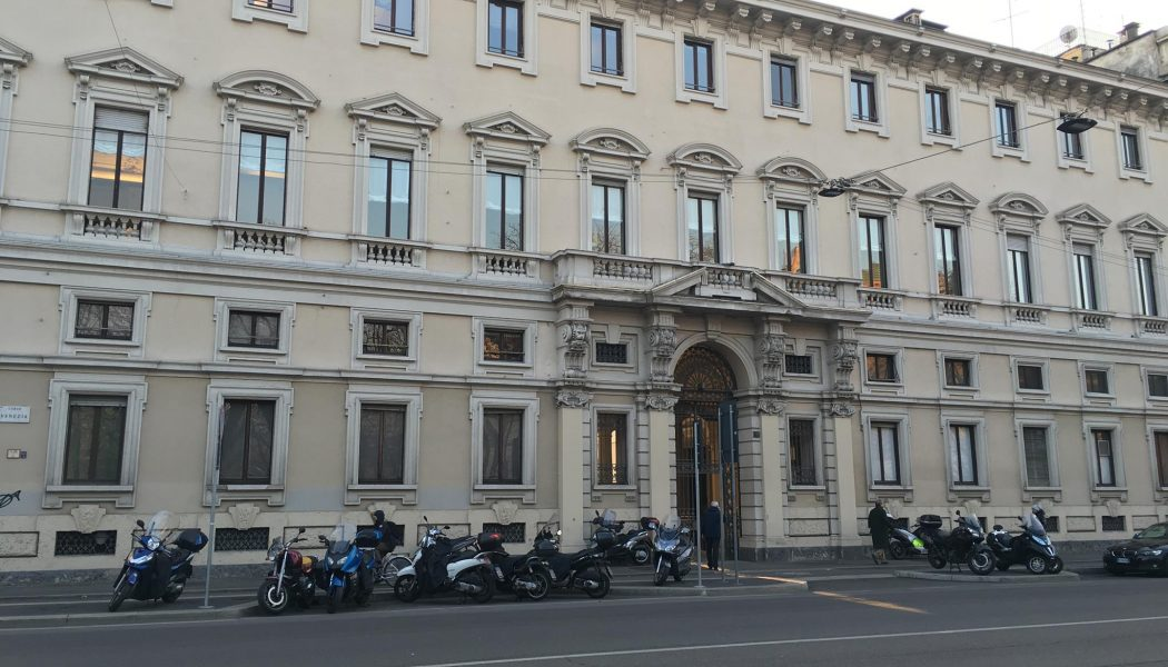 Il Circolo della Stampa di Milano lascia Palazzo Bocconi. Chi pagherà 1,5 milioni di debiti?