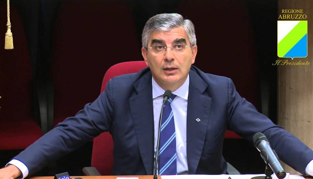 Abruzzo, il presidente D'Alfonso si sente diffamato e chiede 100 mila euro di danni. Ordine e Sindacato: «Allergico alle critiche»