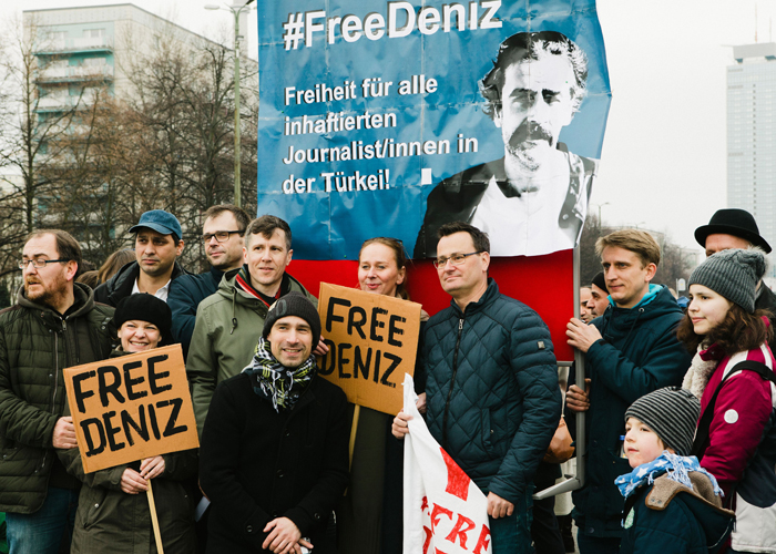 "People demonstrate for the release of Deniz Yucel, Turkey correspondent of German newspaper ""Die Welt"" who is in custody of the Turkish police on February 19, 2017 in Berlin.  / AFP / dpa / Marlene GAWRISCH / Germany OUT        (Photo credit should read MARLENE GAWRISCH/AFP/Getty Images)"